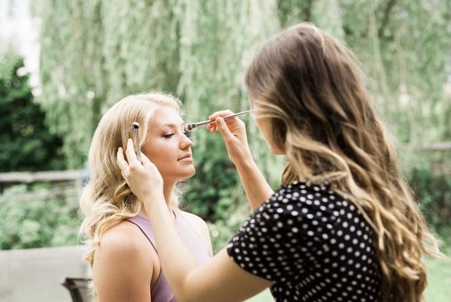 Applying make-up outside
